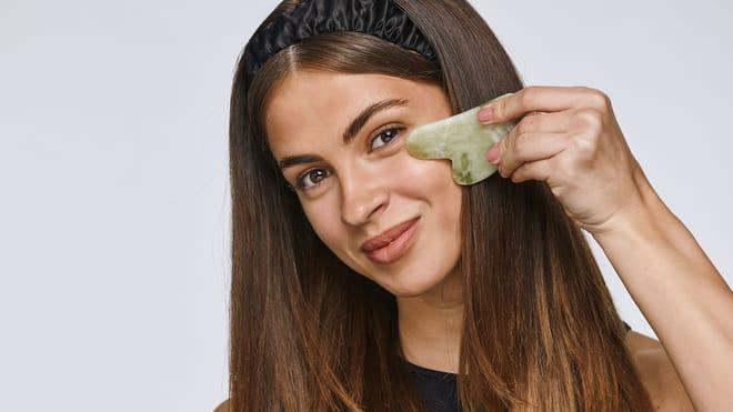 Как да използвате гуа ша против бръчки икръгове под очите