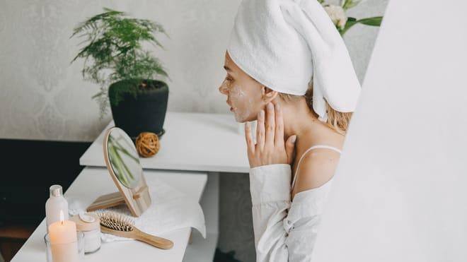 Ензиматичен пилинг: поглезете чувствителната кожа на лицето си