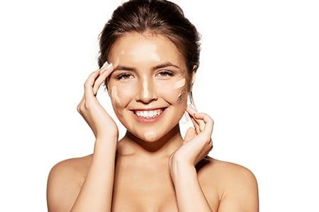 Make-up Foundations für fettige Haut – wir haben die richtige für Sie gefunden!