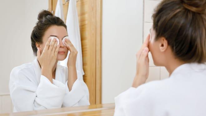Bewertungen: Finden Sie den idealen Augen-Make-up-Entferner!