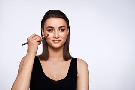 Een stralende huid: Hoe breng je highlighter aan
