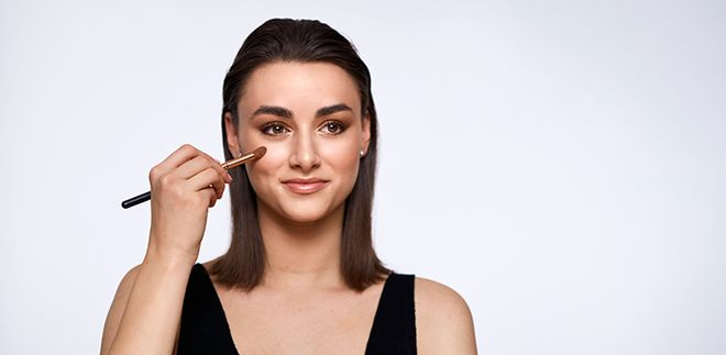 Radiant Skin: Learn How to Use a Highlighter